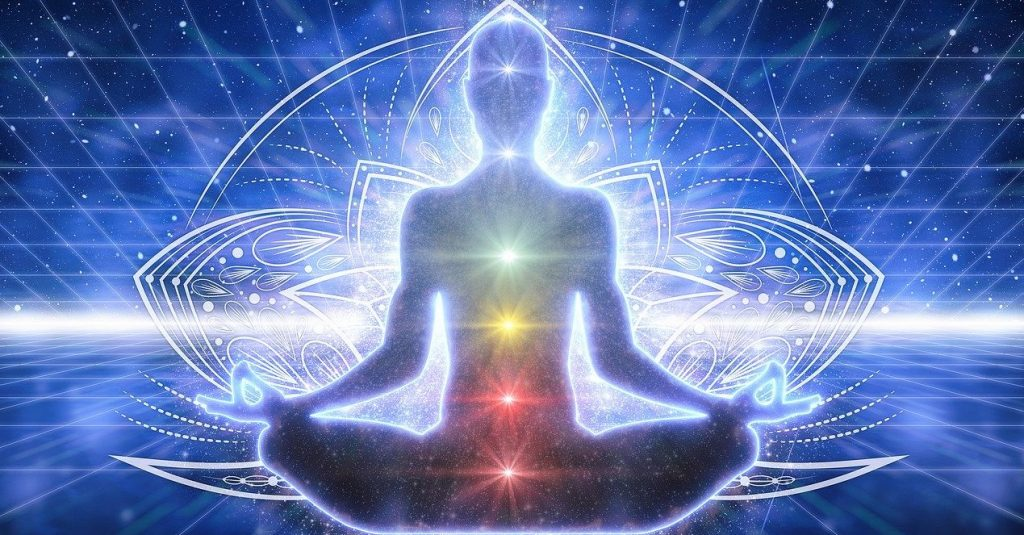 pratique-méditation-homme-chakras