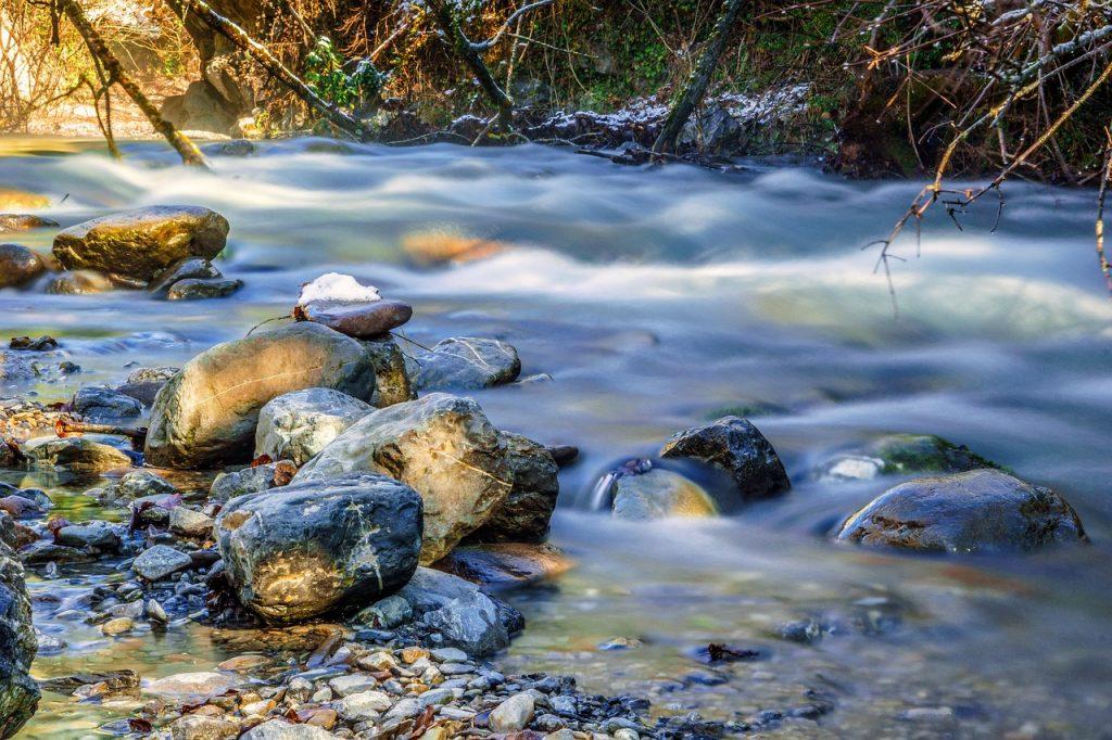 paysage-ruisseau-montagne