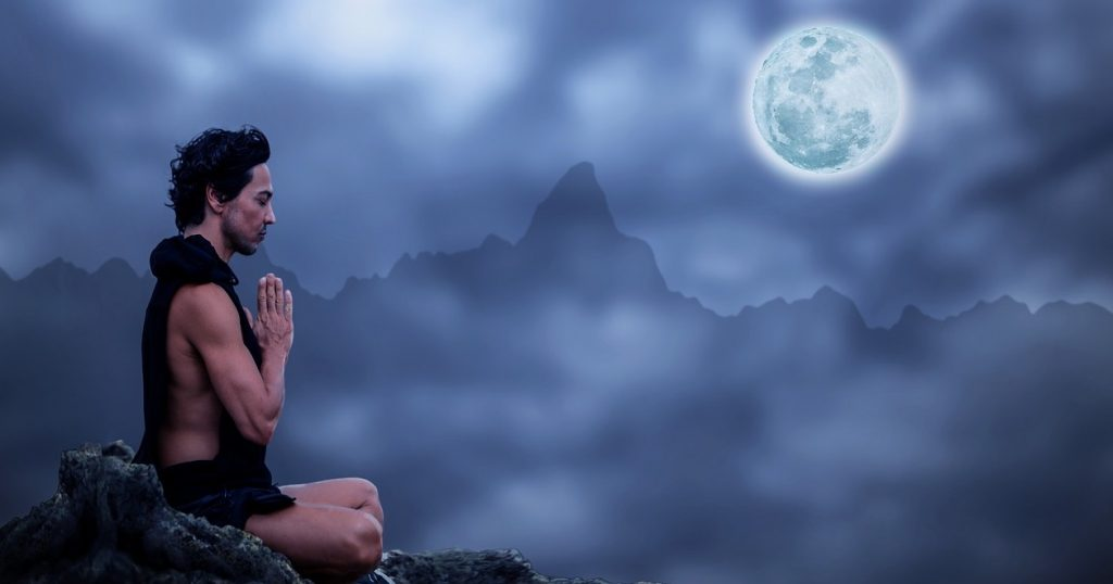 pratique-yoga-montagne-meditation-montagne-lune